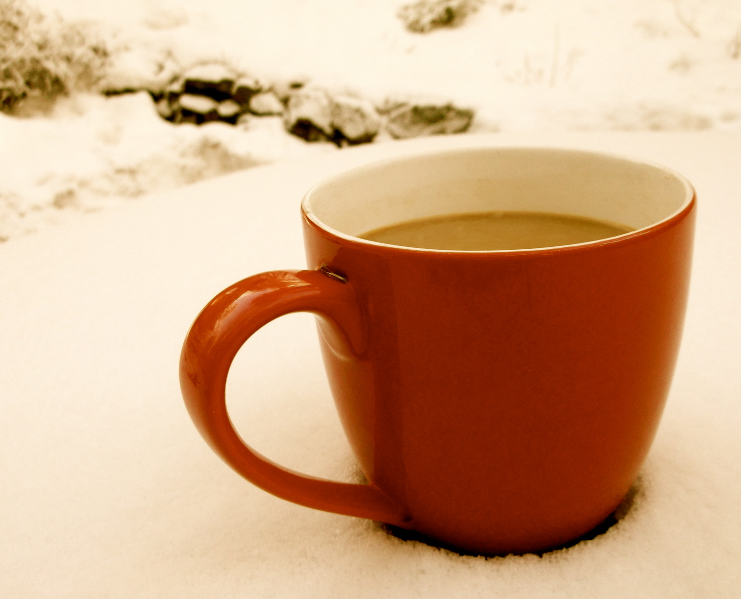 Apps to Help You Get Ready for the Holidays - Red mug in snow
